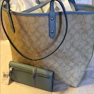 COACH Bags - Authentic Coach Reversible CityZip Tote and Wallet